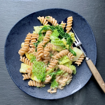 Wholewheat pasta with cabbage, Gruyère and sage